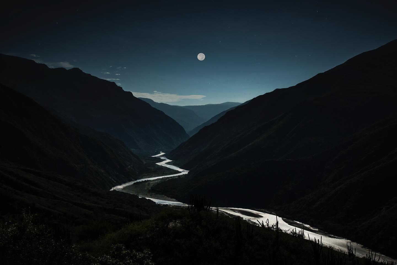 Hilo de Plata en Noche de Luna Llena